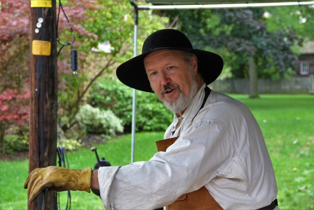 jordan-village-niagara-festivals-pioneer-day-blacksmith