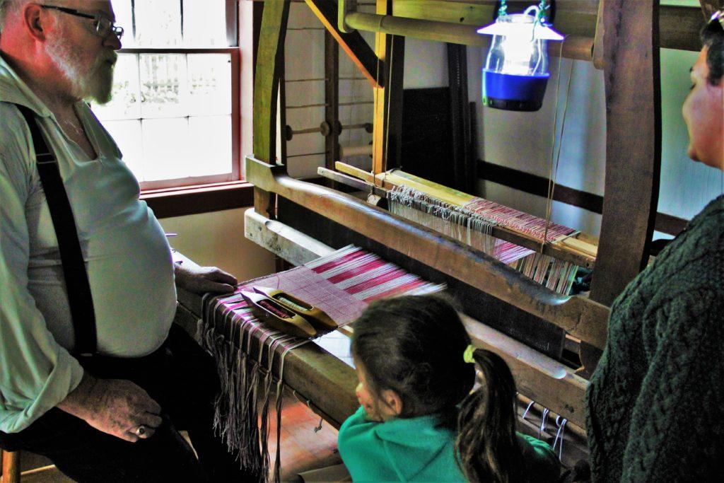 jordan-village-niagara-festivals-pioneer-day-weaver